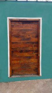 porta de madeira de demolição