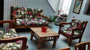 sofa rustico de madeira